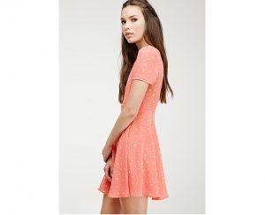 3e661bbbb37a Dámske šaty vystihujú ženskú sebavedomosť a prinášajú žene ženskosť.